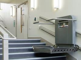 Cầu thang máy mini stairlift cho người bệnh