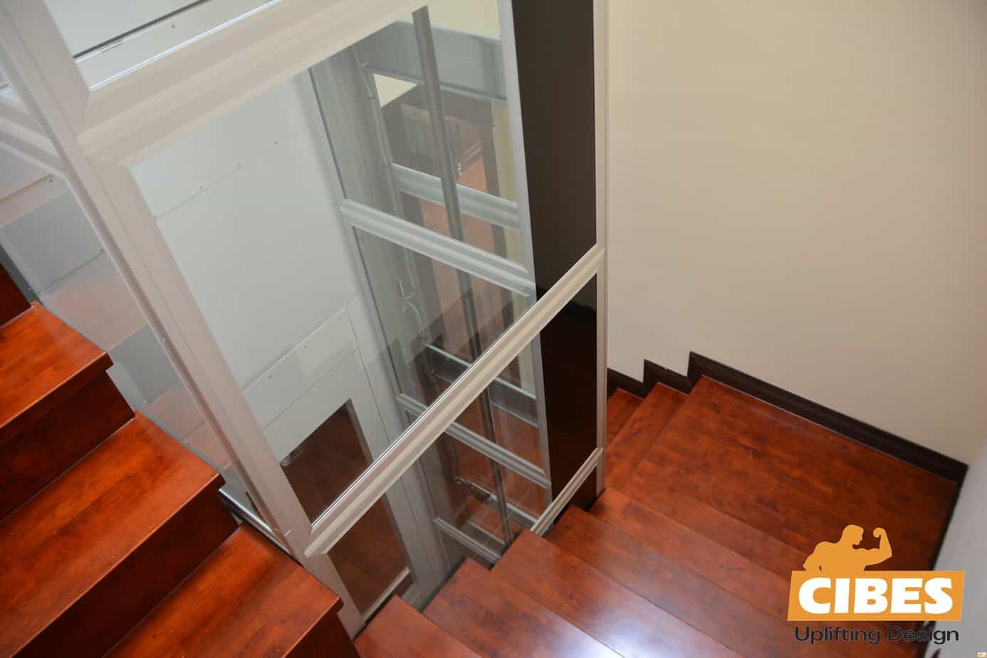 Cầu thang máy trong lòng thang bộ – Giải pháp tiện ích cho nhà cải tạo