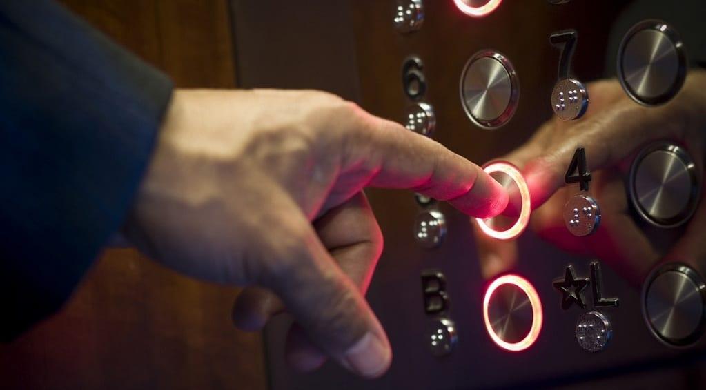 Cách gọi thang máy đơn giản không thể bỏ qua
