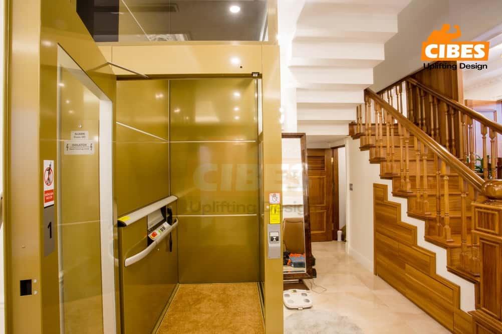 số lượng thang máy ở khach sạn hoặc nhà tư nhân