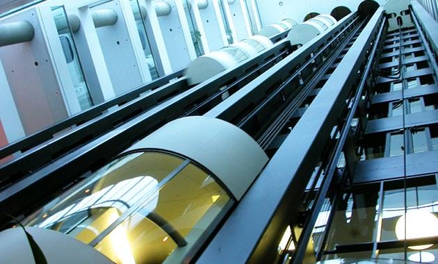 Các tính năng an toàn của thang máy quan sát