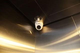 Lợi ích của việc lắp đặt camera trong thang máy