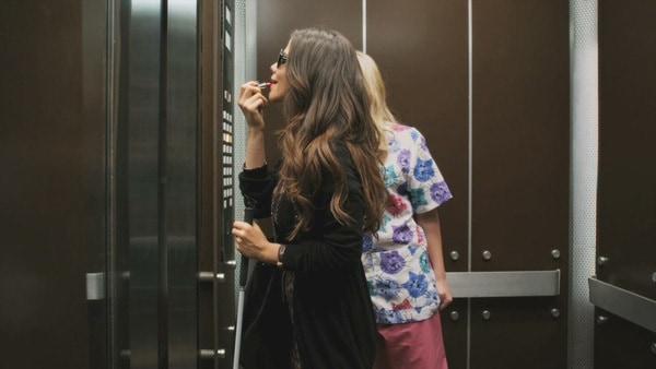 Lợi ích của việc lắp gương trong thang máy đem ...