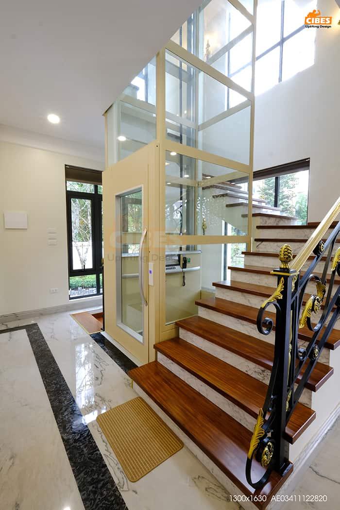 sử dụng thang máy an toàn
