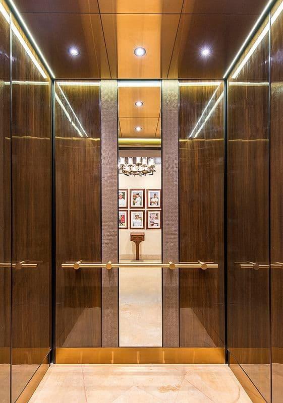 Tại sao nên lắp đặt gương trong thang máy?