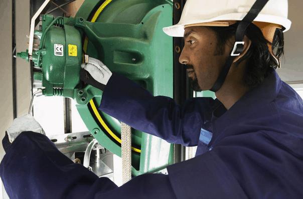 Việc bảo trì hệ thống thang máy thường xuyên là việc cần thiết phải làm