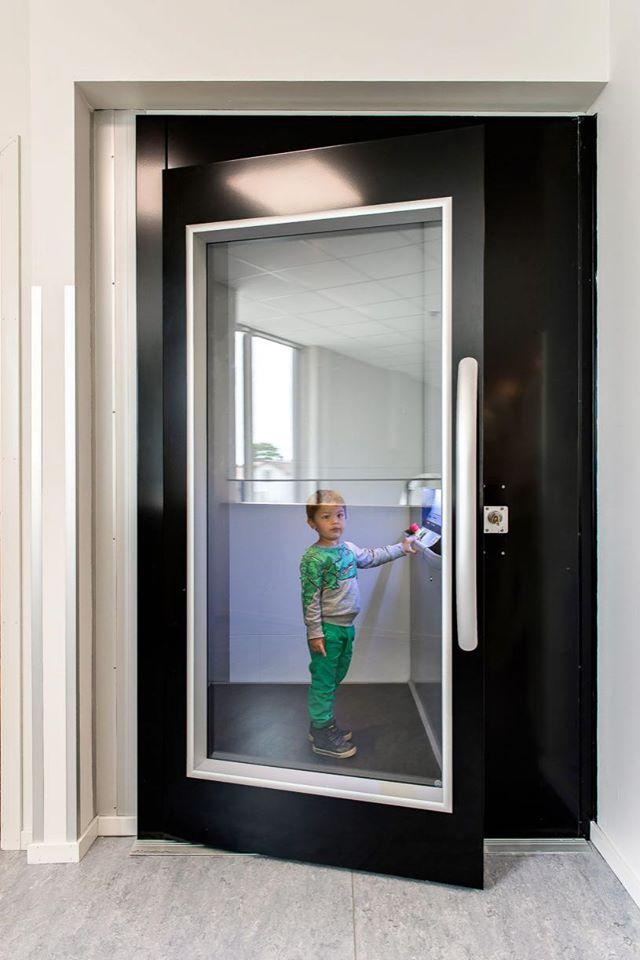 Nên chọn thang máy nào phù hợp cho gia đình 4 người nhất